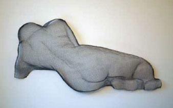 Liggande skulptur av Kia Bergquist